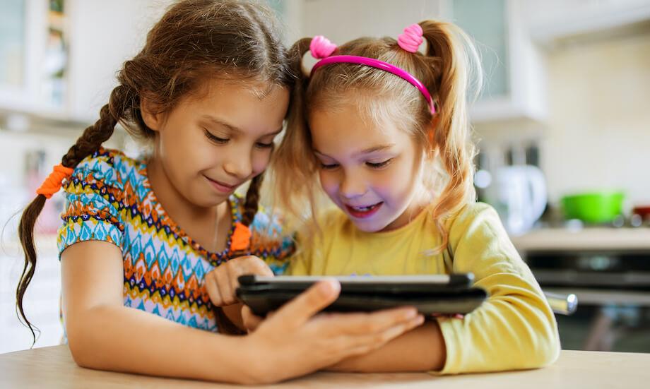 kids watching youtube